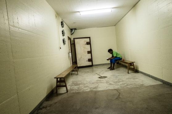Figure 4: Un exilé dans un bunker. Photo: Alberto Campi