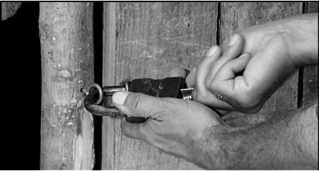 Figure 1 - Carlos Saura, La Caza (1966): une chasse aux fantômes, traqués dans l'espace symbolique de l'inconscient.