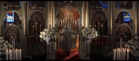 Figure 16 - Michael Cimino, The Deer Hunter(1978): le mariage comme modèle d'un rituel «orthodoxe» dans la première moitié du film qui représente le versant idéalisé de la chasse.