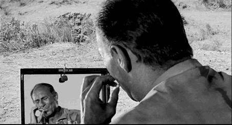 Figure 17 - Carlos Saura, La Caza (1966): dispositif spéculaire et scopique du chasseur, Paco, visé par son faux-frère, José.