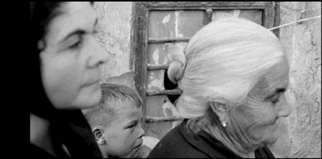 Figure 5 - Carlos Saura, La Caza (1966): le spectateur le plus innocent et naïf pris dans les rets du dispositif voyeuriste.